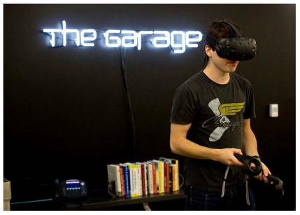 Photo: Student Using Virtual Reality at The Garage